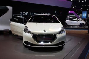 Razboiul hibrizilor - Peugeot 208 FE vs. Toyota Yaris-R