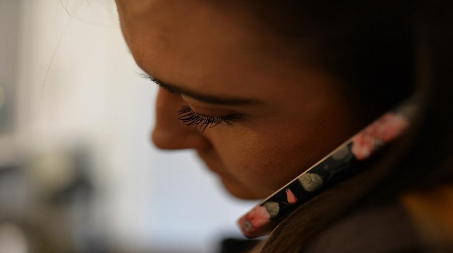 Ce avertismente au dat companiile de telefonie mobila despre riscurile cancerigene?