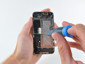 Calitatea partilor componente in servisarea unui iPhone