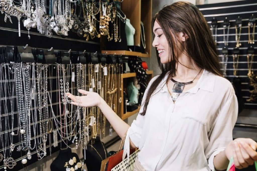 Cand si cum isi aleg femeile bijuteriile?